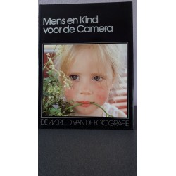 Mens en kind voor de camera