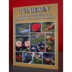 Tuinieren - Praktische handleiding voor tuinplezier van maand tot maand